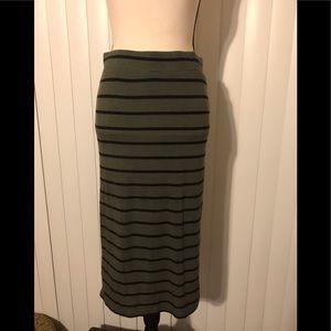 Small APT 9 poly green/black stretch skirt